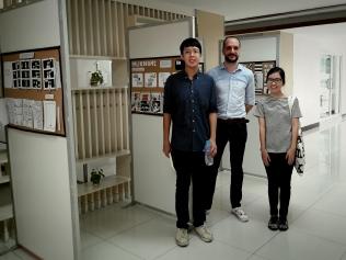"Visit of Thai graphic designers khun Phatchara Pantanakul & khun Kullawat Kanjanasoontree (also author of the great Gekiga-style short comics ""คดีทิ้งไฟ"", or ""The Arson Case"" in the ""LET'S Comic Forbidden"" issue)."