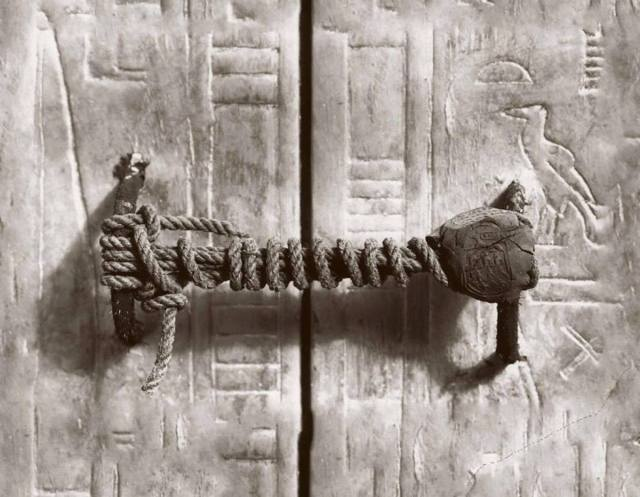 Harry Burton, The unbroken seal on King Tutankhamun's tomb, 1922