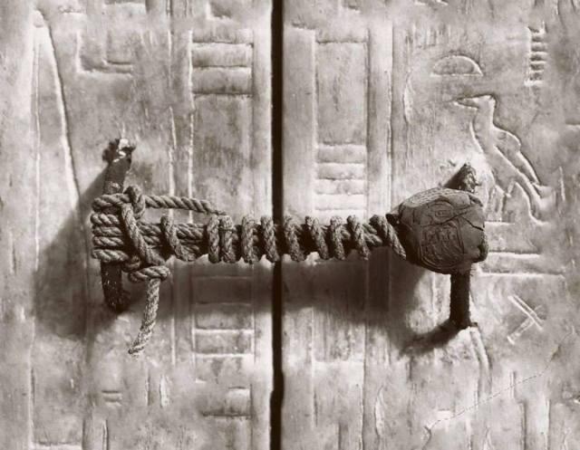 Harry Burton, The unbroken seal on King Tutankhamun's tomb, 1922
